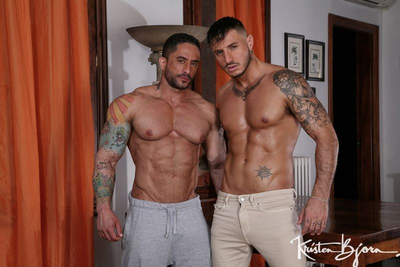 Big muscle men bareback Robin Sanchez and Klein Kerr raw ass huge cock fucking